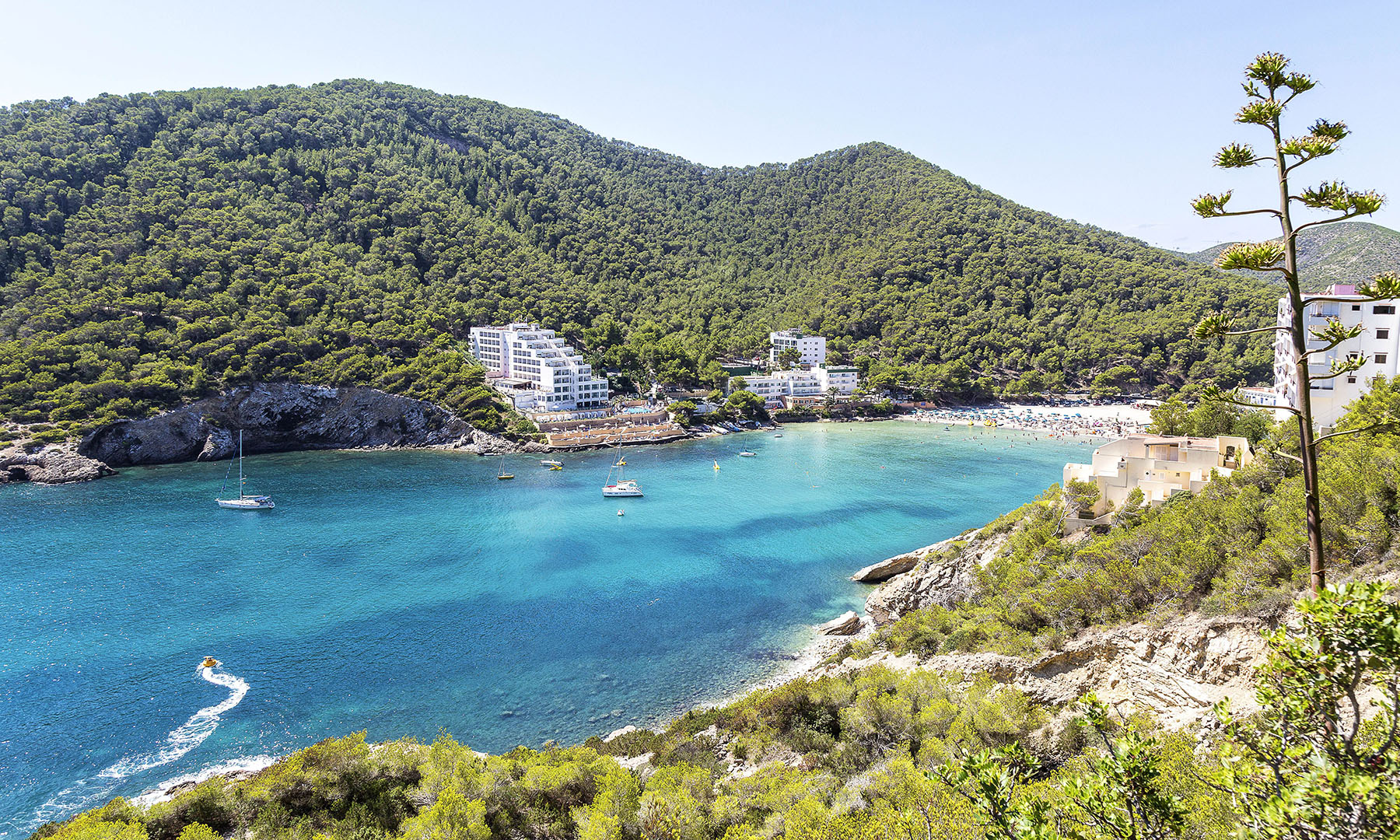 IBIZA – THE DESTINATION WITH TWO FACES